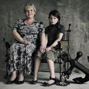 Гиперопека и чем опасна мама-вертолет