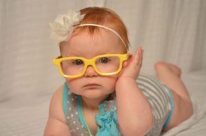 что видит новорожденный и как развивается его зрение