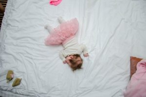 стоит ли спать с ребенком