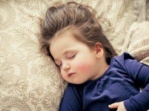 почему не нужно приучать ребенка к режиму сна