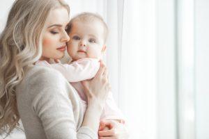 Красивая мама с ребенком. Похудеть после родов.