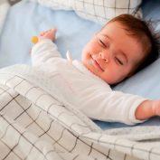 Почему не стоит приучать ребенка к режиму сна, удобному маме