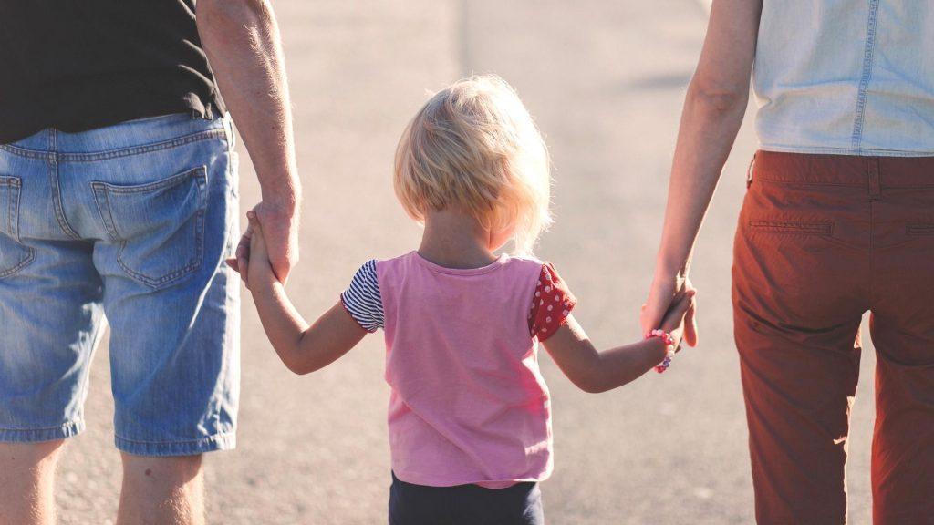 Позвольте папе быть папой. Война за правильное воспитание в ущерб ребенку.