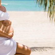 Когда рассказывать о беременности семье и друзьям? Что нужно учитывать?
