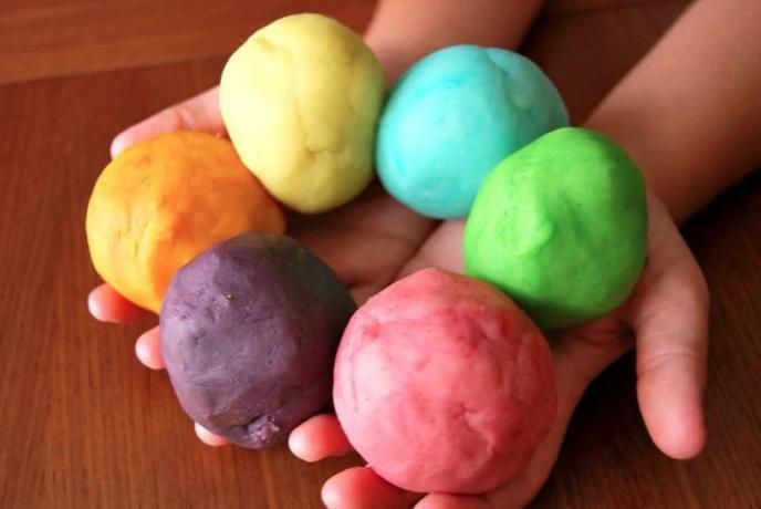 Как сделать домашний пластилин для ребёнка. Простой рецепт