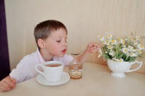 если у ребенка понос, то следует дать ему чай