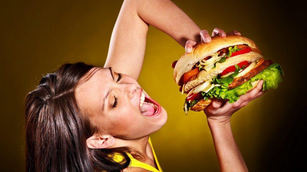 11 причин почему мамы много едят и как это прекратить