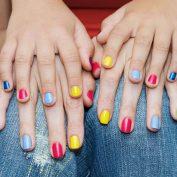 Можно ли детям красить ногти лаком? Красота требует жертв?