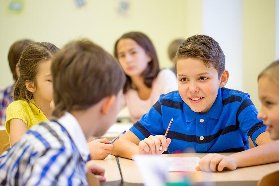 Что делать, если ребенок много говорит не по делу?