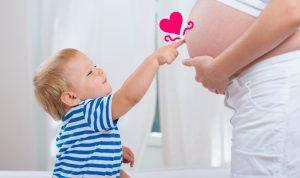 Когда можно снова беременеть после родов? Что нужно учитывать?