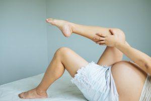 Судороги в ногах при беременности? Почему это происходит и что делать?