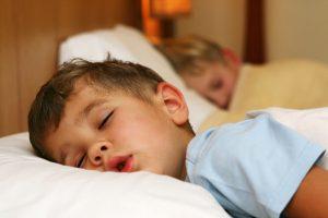 Так ли нужно ребенку спать днем?