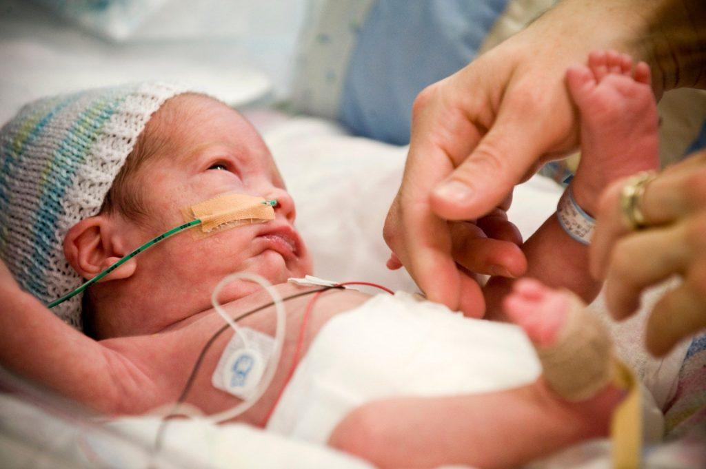 Уход за недоношенным ребенком в домашних условиях. Основные особенности и советы