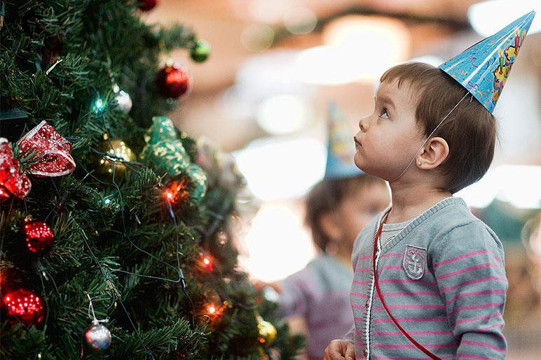 7 способов защитить елку от ребенка — Безопасность для веселого семейного праздника