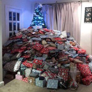 Если ребенок просит дорогой подарок на новый год замените гору вещей - на одну ценную.