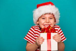 Ребенок просит дорогой подарок на Новый год.
