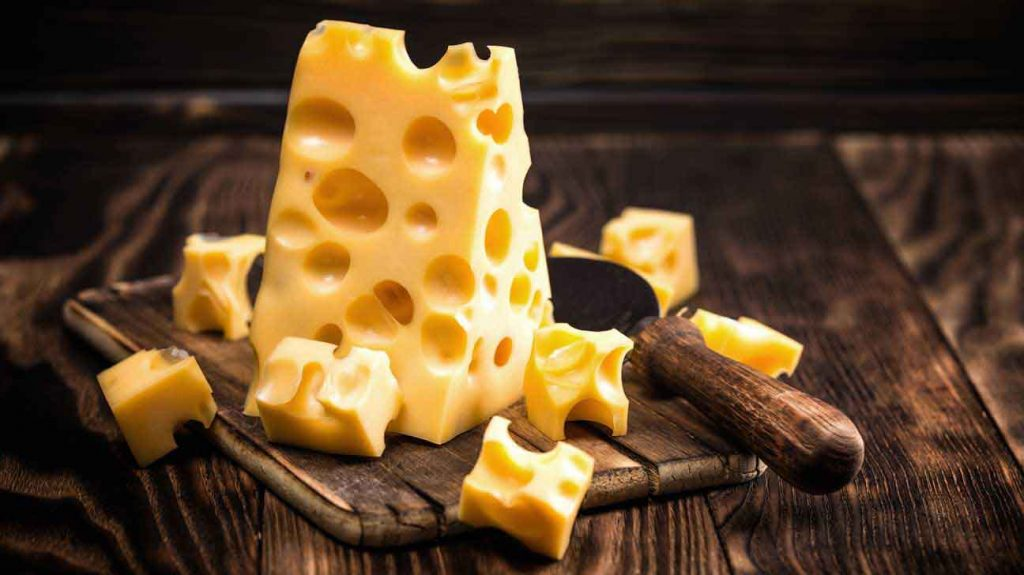 Почему беременным нельзя сыр? Насколько опасен продукт