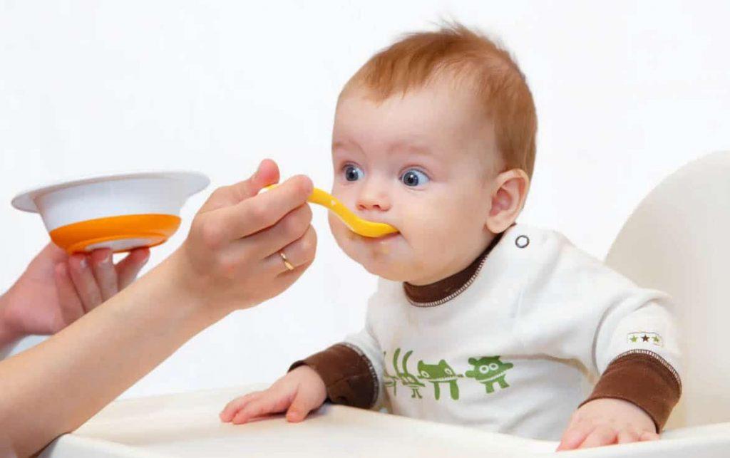 С какого возраста можно давать банан ребенку? Со скольки месяцев точно безопасно