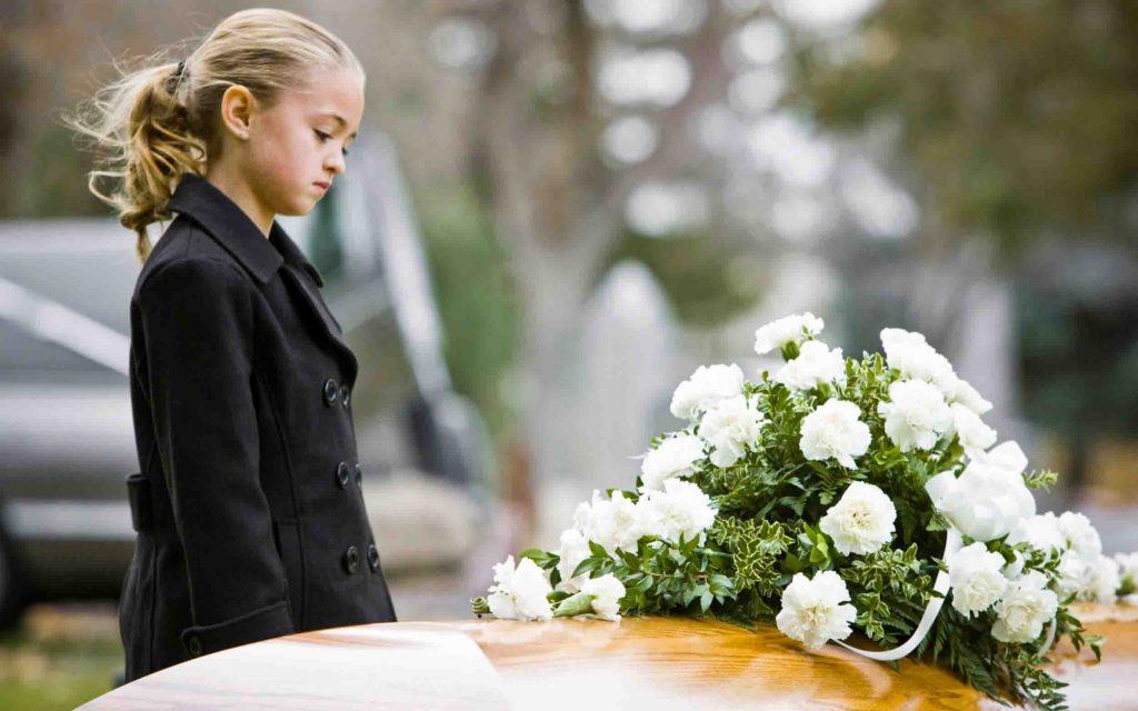 Брать ли детей на похороны? Когда уже можно водить ли детей на кладбище?