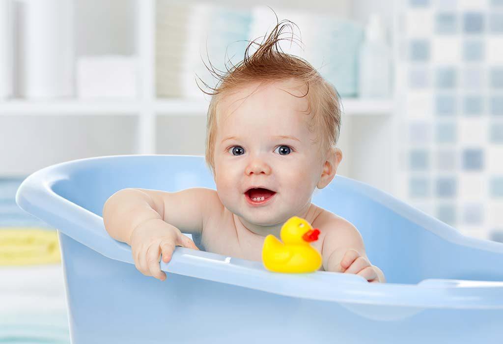 Как часто купать новорожденного ребенка? Много тоже вредно!