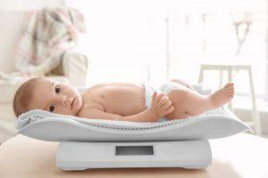 Ребенок на весах. Почему ребенок худеет.
