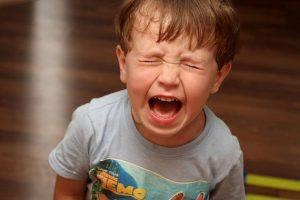 Ребенок кричит. Как отучить ребенка от истерик,