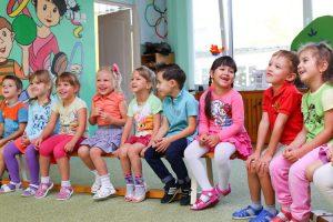 Дети в группе. 8 советов родителям для адаптации ребенка в детском саду.
