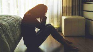 Мама в депрессии: Как распознать признаки послеродовой депрессии.