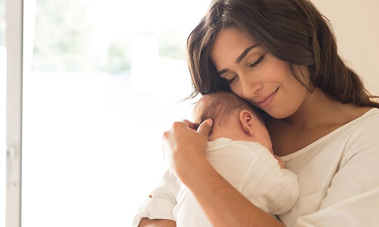 3 важные причины прижимать ребенка к груди. Что происходит, когда вы обнимаете новорожденного?