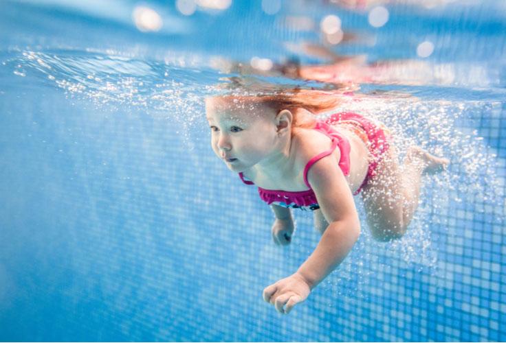 Научить ребенка плавать можно в любом возрасте. Советы для купания детей от 1 до 7 лет